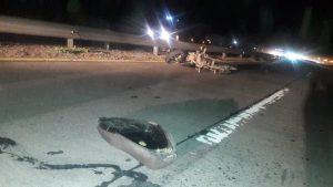 Moto colisionó con auto en Ruta 3