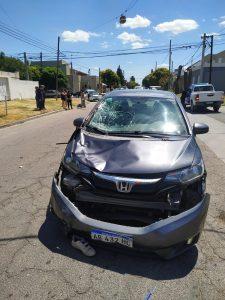 El auto el cual impactó el motociclista