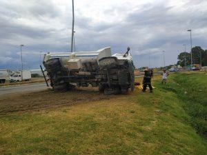 Vuelco camión Ruta 3 Bahía Blanca