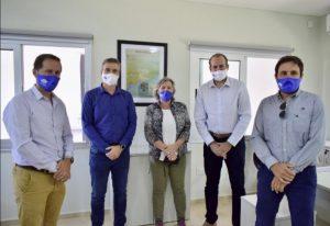 Federico Susbielles y autoridades del Puerto en las nuevas oficinas