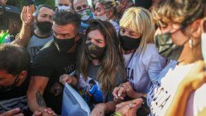 Dalma, Gianinna y Claudia Villafañe pidiendo justicia por Diego Maradona