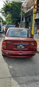 El automóvil chocado en Vieytes y Charlone