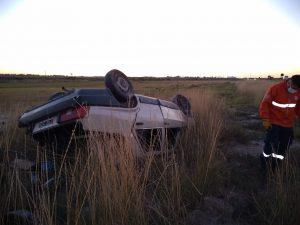 Auto volcado sobre Ruta 3 Bahía Blanca