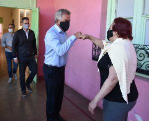 Héctor Gay saluda a Ana Dozo
