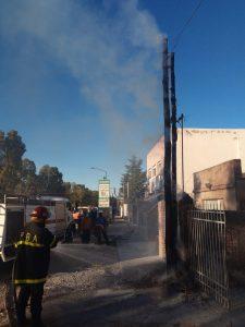 Dos postes incendiados en Bahía Blanca