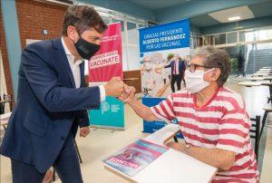 Kicillof en centro de vacunación en José Paz