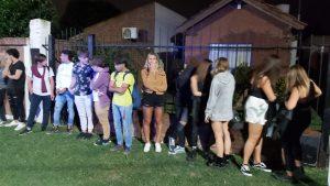 Fiesta clandestina en Alem