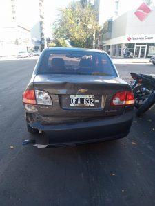 Auto chocado en Colón y Güemes